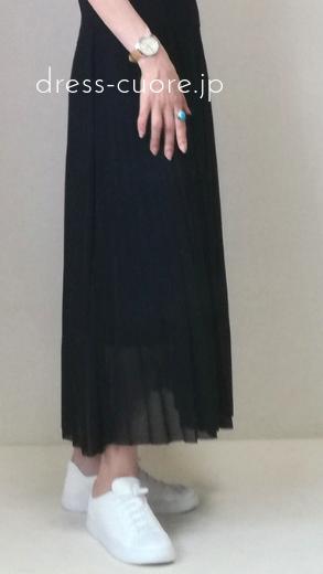 マキシ丈のプリーツスカート