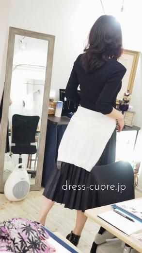 鏡の前でファッションチェック