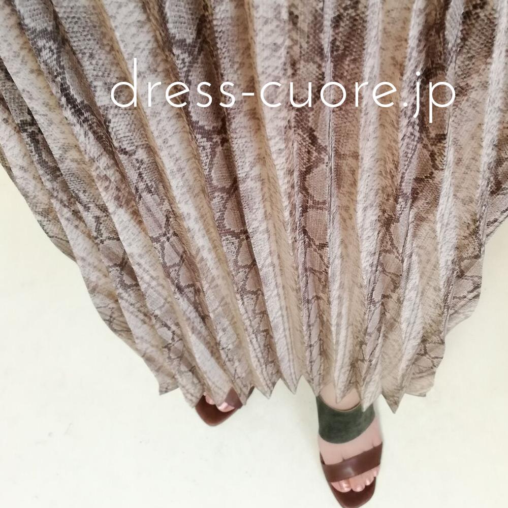 パイソン柄のプリーツスカート